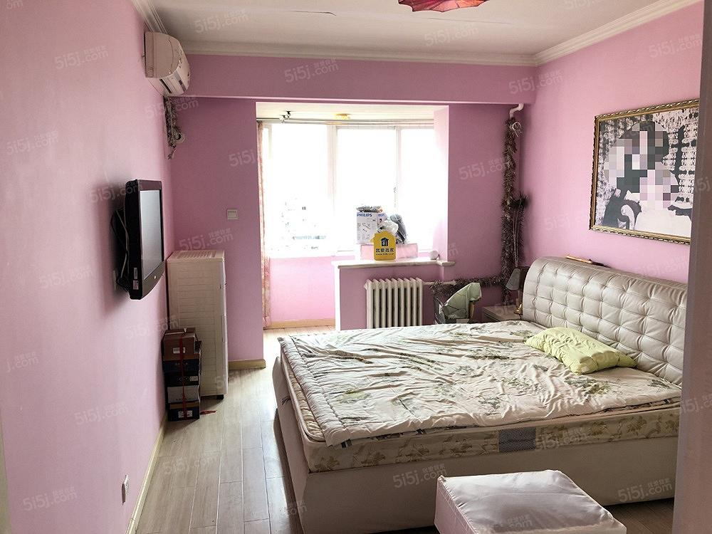 五路居地铁口   精装一居室 看房方便