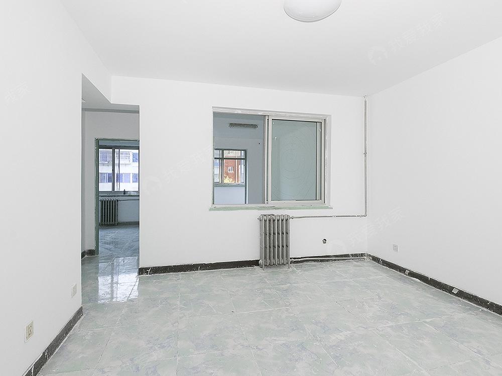 华龙小区南北通透两居室,中间楼采光好,满五年唯一