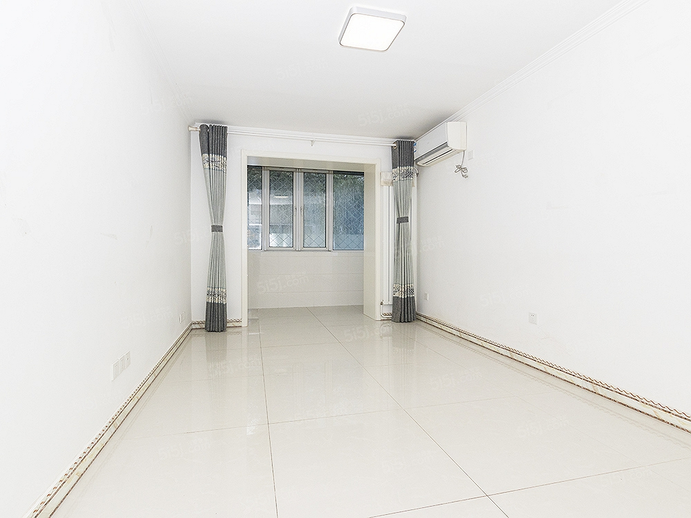 六合园新上两居室,业主刚装修完,一层,适合老人居住