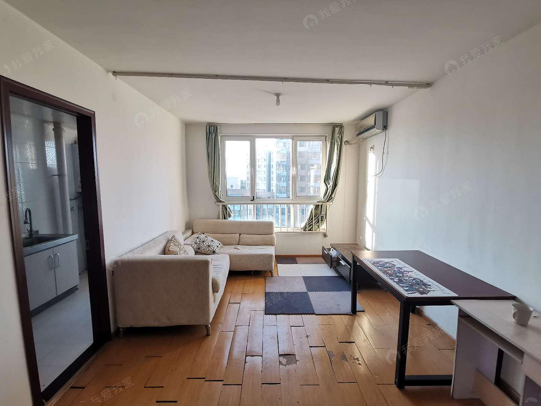 立水桥溪城家园小区,精装修两居室出租,随时看房,拎包入住。