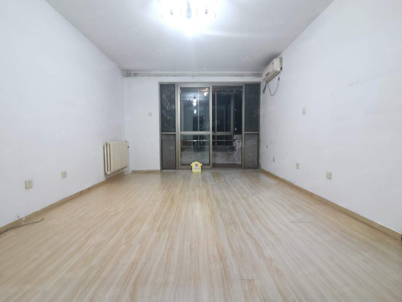 劲松双井,华腾园精装一居室,看房随时,拎包入住