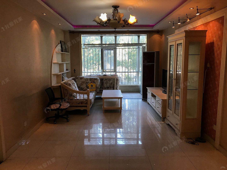 5号线地铁,客厅朝南大两居室,南北通透。