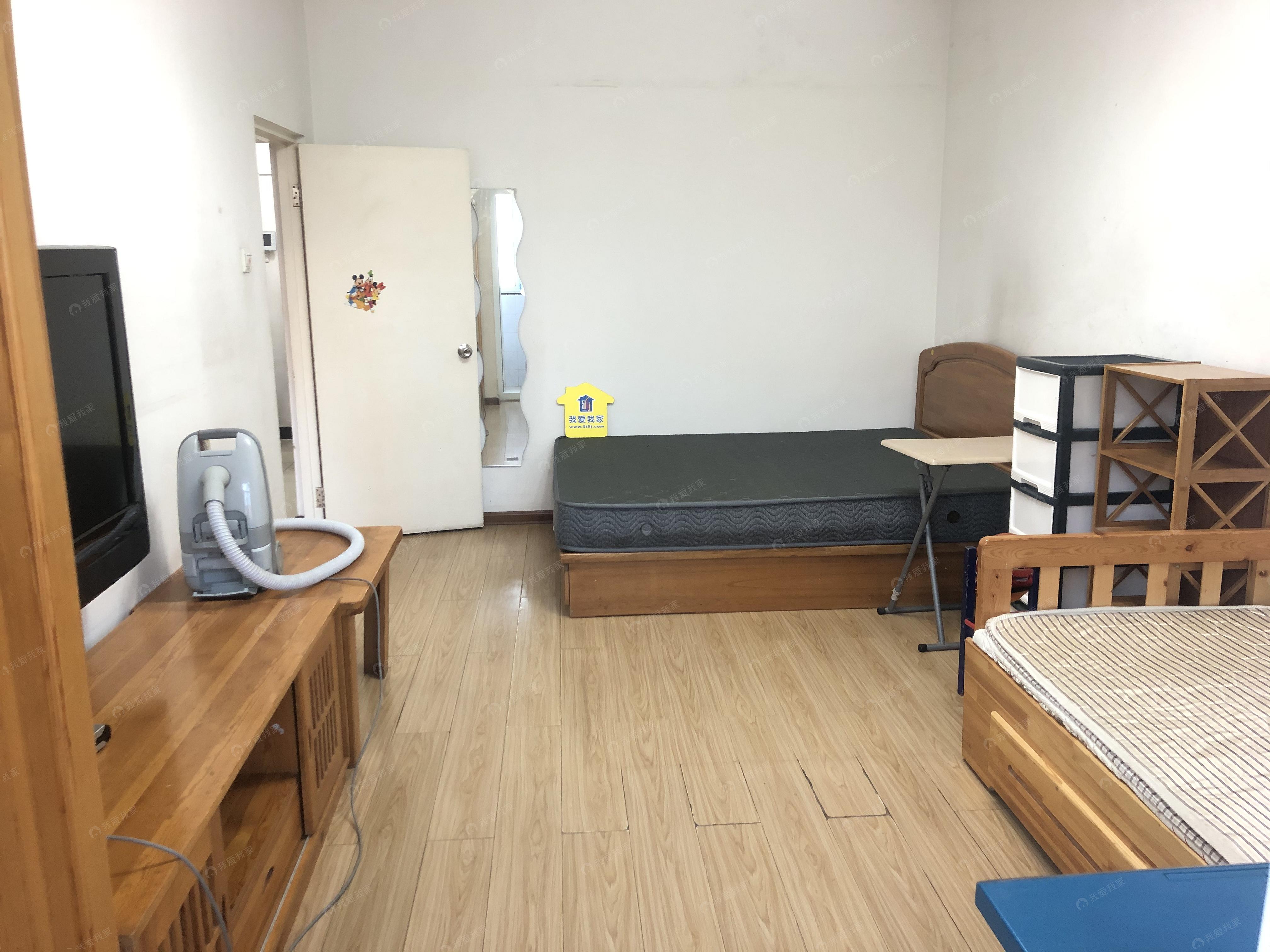 东南小区带电梯干净整洁交通方便两居室