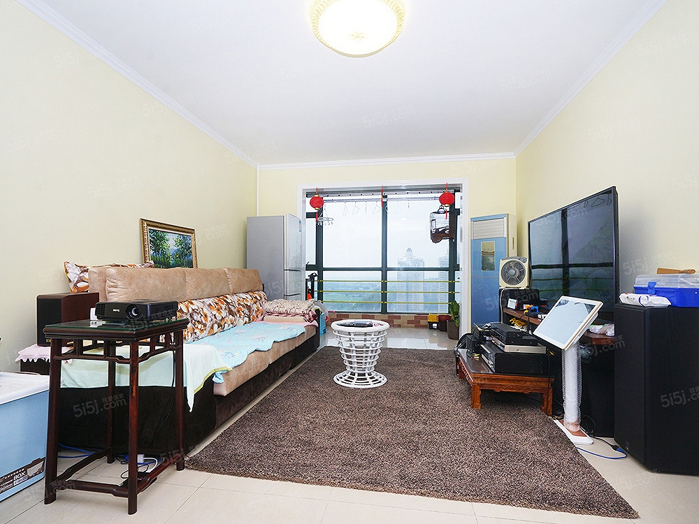 精装两居室 商品房 装修保持特别好 楼层视野不错