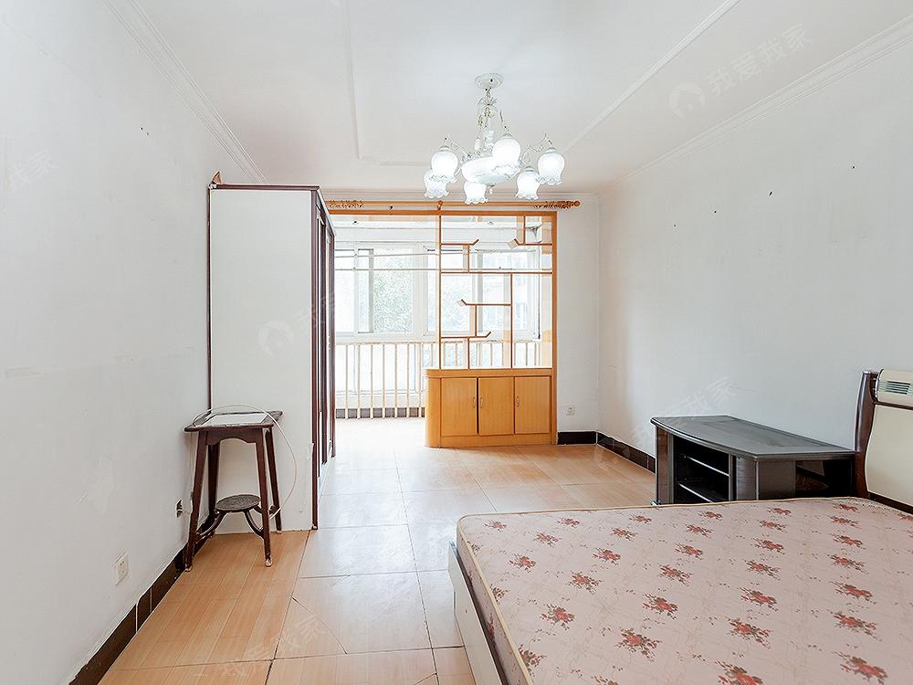 德茂佳苑南北通透大1居,产权清晰,诚意出售,随时看房