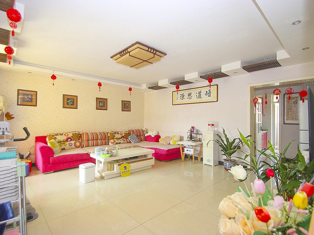 长阳碧桂园三居室,户型方正,配套齐全,送地下室11平米