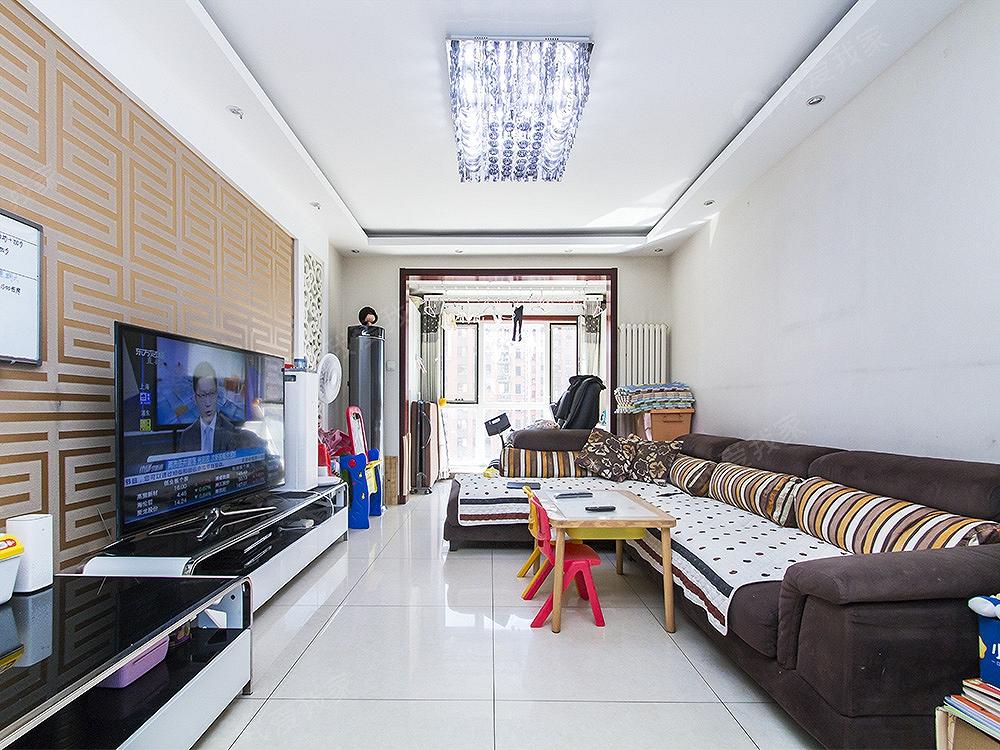 红木林北区,南北通透,精装两居室,中高层满五年有车位诚意出售