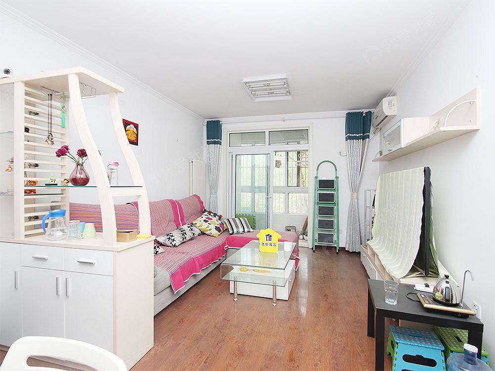 这是一套自住标准,明厨明卫西北向正规一居室,产权满五年一套