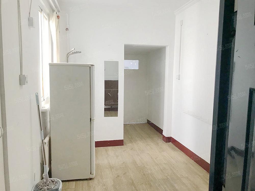 整租 月坛 金融街 南礼士路,近地铁,精装一居室,环境优雅。